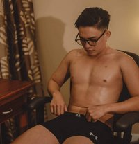 Rald - Male escort in Makati City