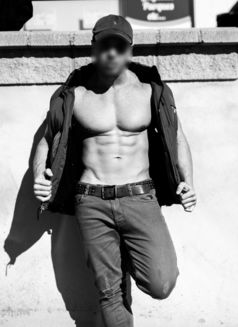 Ricardo Logan - Male escort in London Photo 3 of 12