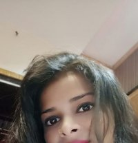 Riya Singh - escort in Mumbai Photo 1 of 4