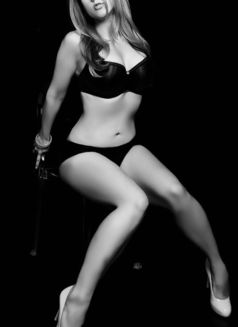Roxy Black - escort in Toronto Photo 2 of 11