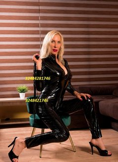 WEBCAM RUSSIAN MISTRESS SQUIRT,ANAL - dominatrix in Paris Photo 8 of 12