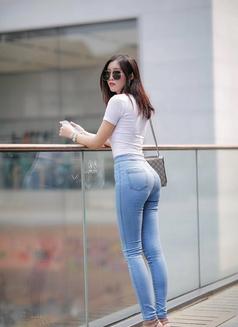 Amanda - escort in Hangzhou Photo 6 of 7