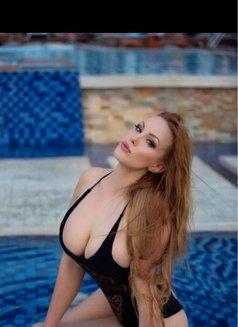 Samanta, Russian - escort in Jeddah Photo 1 of 6