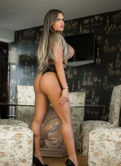 SAMANTHA NEW DUBAI - Transsexual escort in Dubai Photo 8 of 8