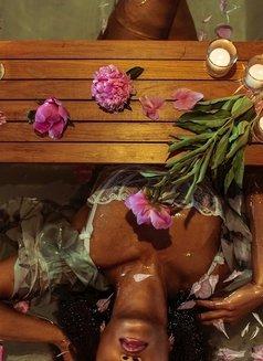 Samory - masseuse in Lisbon Photo 1 of 4