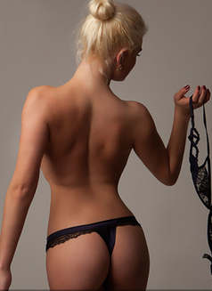 Sandra Tall Blond best BJ and A level - escort in London Photo 7 of 8