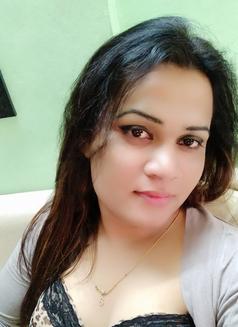 Sanjana Singh - Transsexual escort in Mumbai Photo 7 of 29