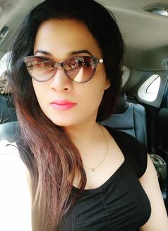 Sanjana Singh - Transsexual escort in Mumbai Photo 9 of 29
