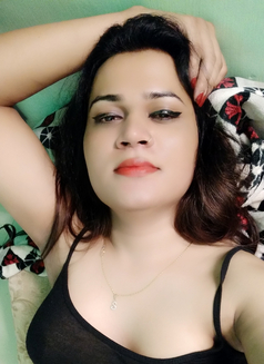 Sanjana Singh - Transsexual escort in Mumbai Photo 21 of 29