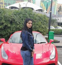 Sara - escort in Dubai Photo 2 of 7