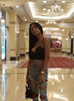 Savana - escort in Singapore Photo 3 of 9