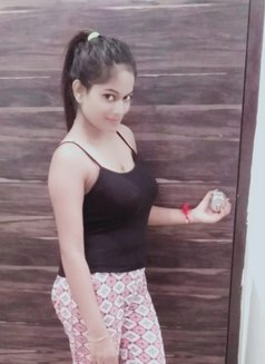 Cam show available sheetal - escort in Mumbai Photo 1 of 6