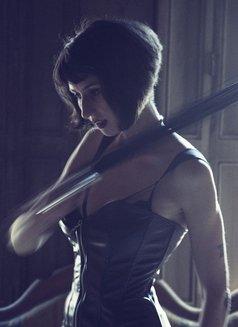 Selina Bellatrix - dominatrix in Barcelona Photo 3 of 5