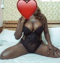 Sexy B - masseuse in Lagos, Nigeria Photo 2 of 4
