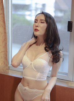 Gorgeous Alice - escort in Seoul Photo 3 of 8