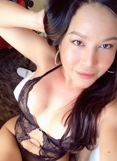 ShashaQueen Available for camShow - Transsexual escort in Manila Photo 13 of 22