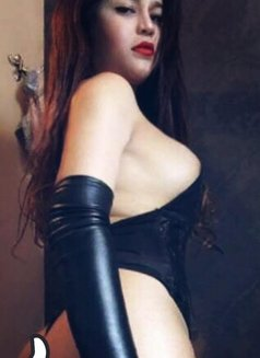 ShashaQueen Available for camShow - Transsexual escort in Manila Photo 19 of 22