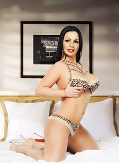 Simona - escort in Dubai Photo 8 of 26