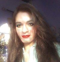 Simra - Transsexual escort in New Delhi