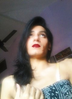 Simra - Transsexual escort in New Delhi Photo 3 of 10
