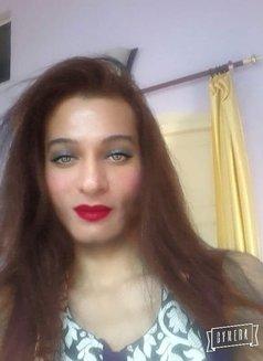 Simra - Transsexual escort in New Delhi Photo 7 of 10