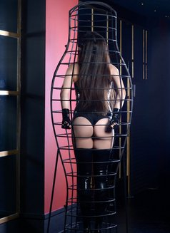 Slave Erato - adult performer in Athens Photo 4 of 21