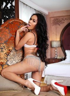 So Chic, So Hot, So Sexy - TS AMBER - Transsexual escort in Manila Photo 4 of 30