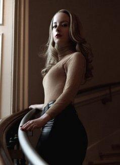 SpoiltPrincessG - dominatrix in London Photo 13 of 13