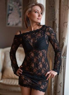Sveta - escort in Paris Photo 3 of 7