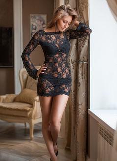 Sveta - escort in Paris Photo 4 of 7