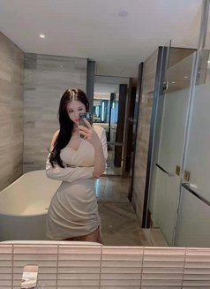 TSjunjun - Transsexual escort in Shanghai Photo 1 of 7