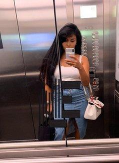 Tamara - escort in Frankfurt Photo 2 of 3