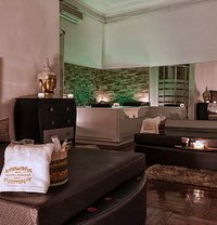 Tantra Paradise - masseuse in Madrid