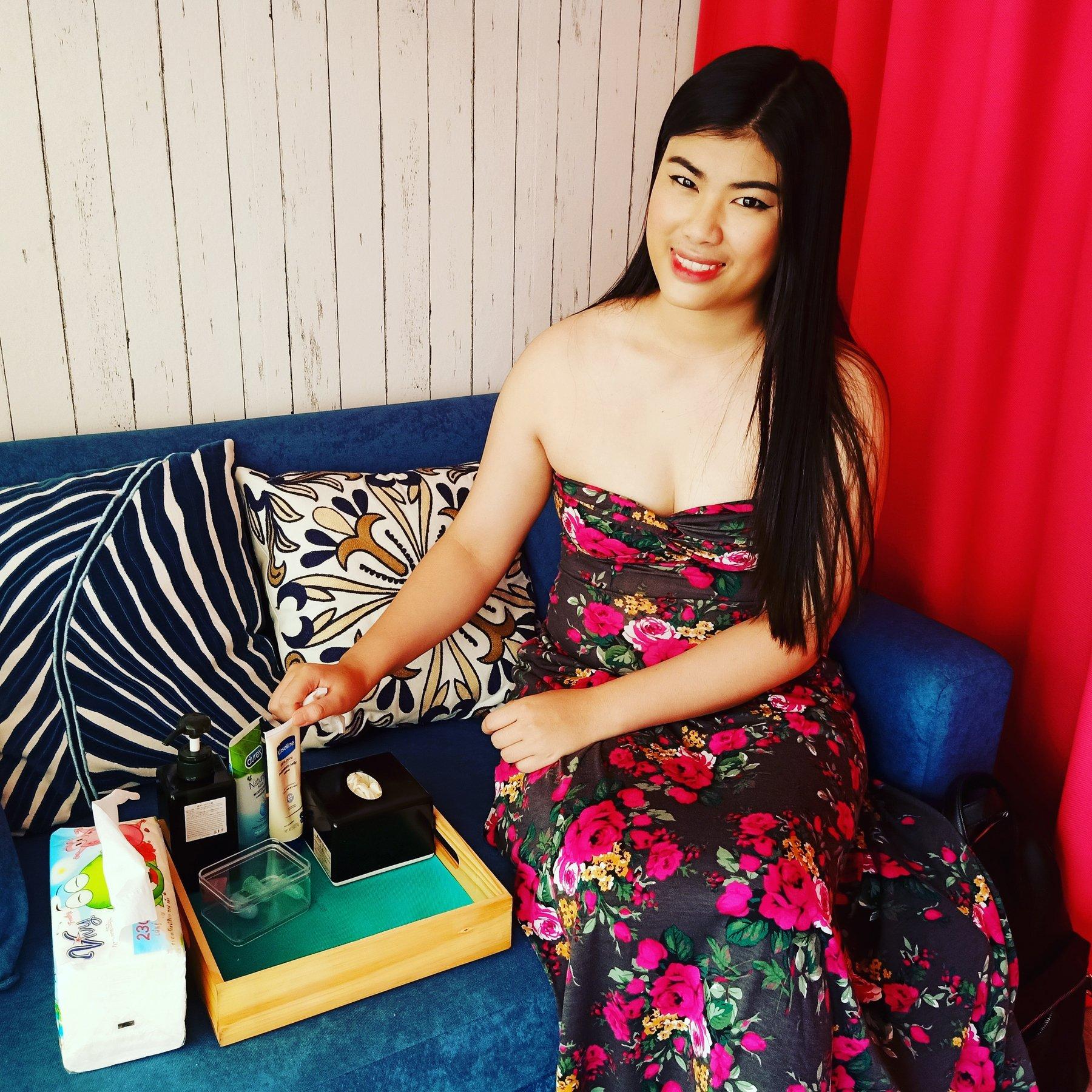 Tantric 4 Hands Massage, Thai masseuse in Bangkok