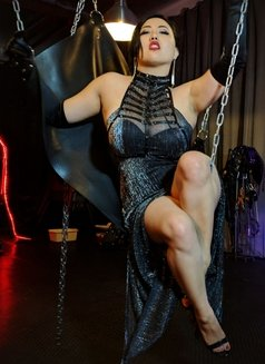 The Empress Jazmin Wu - dominatrix in Berlin Photo 3 of 7
