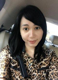 Tikaa - Transsexual escort in Jakarta Photo 2 of 5