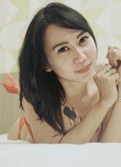 Tikaa - Transsexual escort in Jakarta Photo 3 of 5