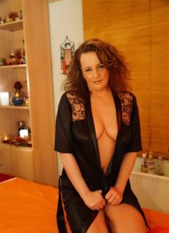Tita11 - masseuse in Budapest Photo 1 of 30