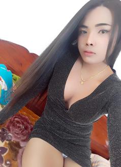 TS.Reya - Transsexual escort in Dubai Photo 2 of 10