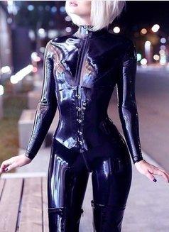 Valentina - Transsexual escort in Al Manama Photo 13 of 14
