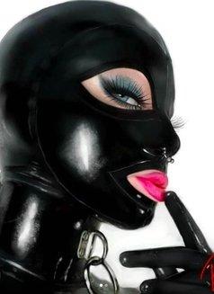 Valentina - Transsexual escort in Al Manama Photo 3 of 3