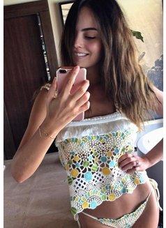 Valeria - escort in Abu Dhabi Photo 2 of 10