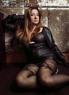 Vanessa Heartgrave - escort in London Photo 4 of 10