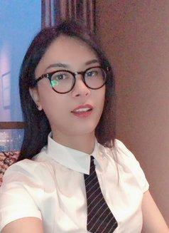 Veronica - Transsexual escort in Shanghai Photo 12 of 16
