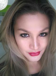 Versashe - Transsexual escort in Manila Photo 3 of 9