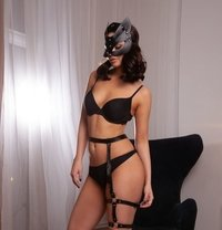 Vicky - escort in Cape Town Photo 1 of 12