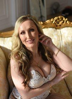 Victoria Cim Super Sex - escort in Al Manama Photo 9 of 17