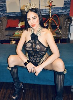 Vivian - escort in Dubai Photo 9 of 22