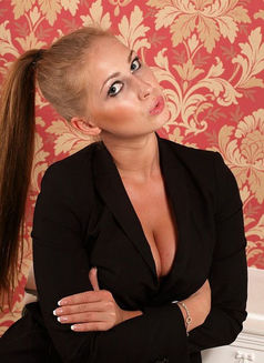Yanabella - escort in Paris Photo 8 of 8