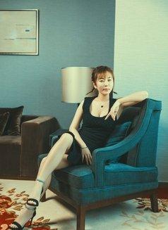 Yiyi - escort in Shanghai Photo 4 of 7